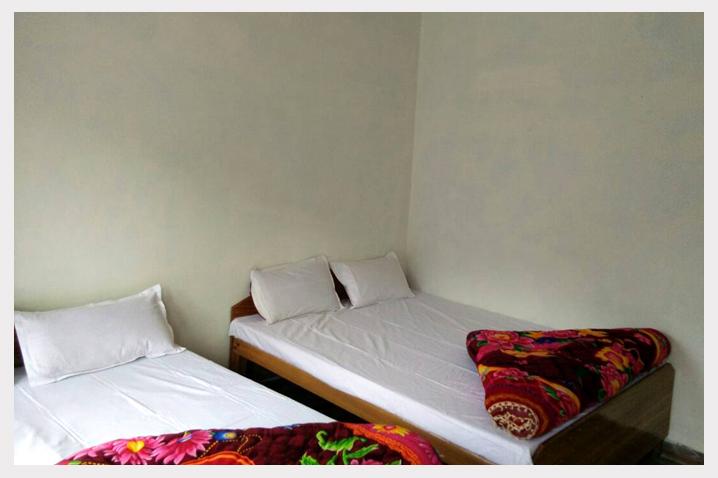 Hotel Dev Bhoomi Guptakashi room