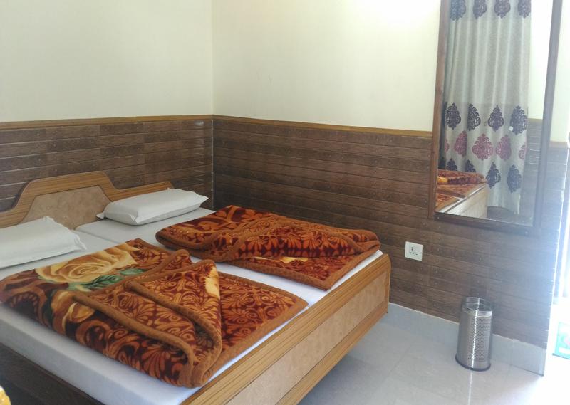 Hotel Gangaputra Gangotri 1