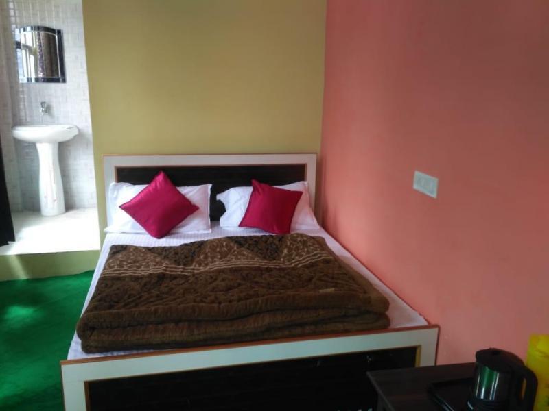 Hotel Himgiri Badrinath roomHotel Himgiri